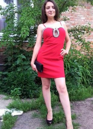 Нереально красивое красное платье