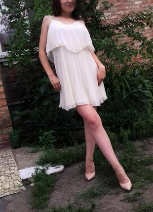 Воздушное молочное платье от lipsy london