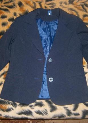 Школьный костюм тройка (на 6-8 лет)