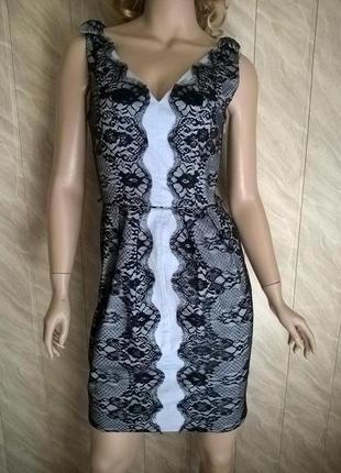 Красивое платье с кружевом фирмы oasis