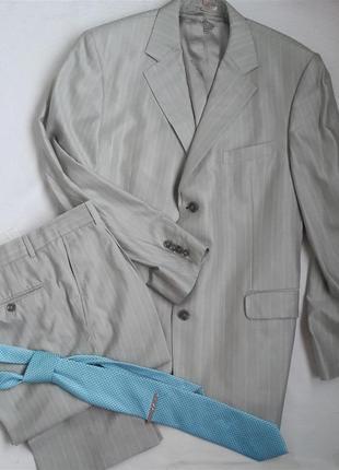Классический костюм бежевого цвета