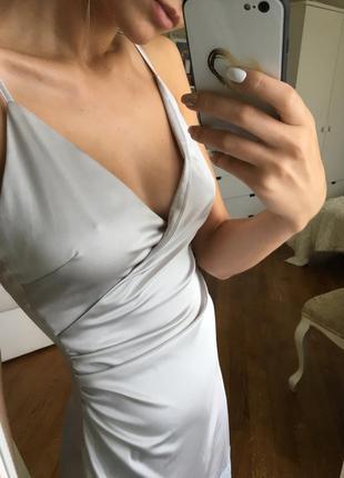 Роскошное платье из шелка в бельевом стиле
