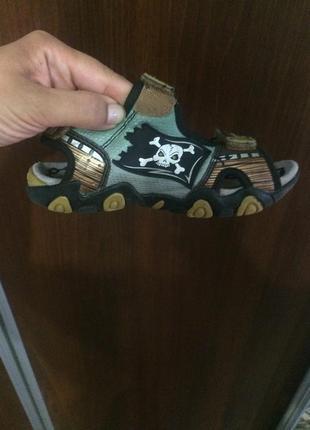 Светящие сандали фирма geox