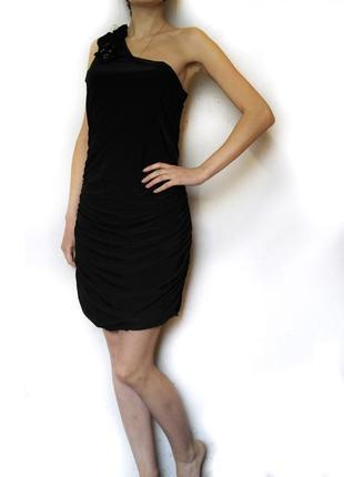 Черное струящееся платье на одно плечо (m,l)