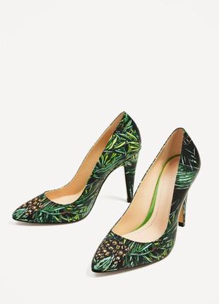 Кожаные туфли с тропическим принтом zara