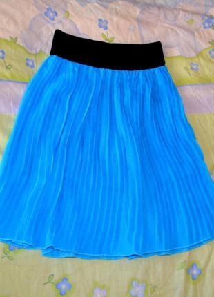 Короткая шифоновая плиссерованая юбка