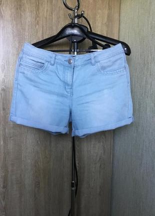 Джинсовые шорты голубого цвета
