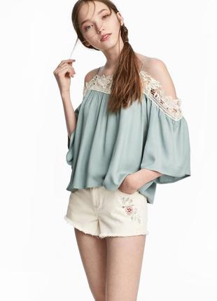 Красивая кружевная блуза с открытыми плечиками h&m