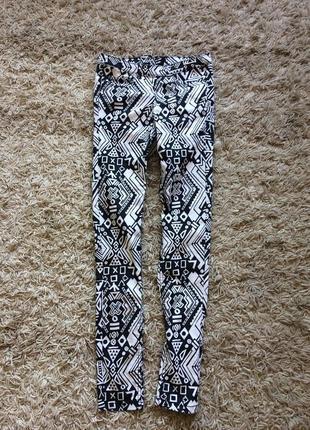 Шикарные джинсы- скинни с молнией сзади
