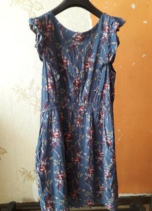 Платье серое в цветы