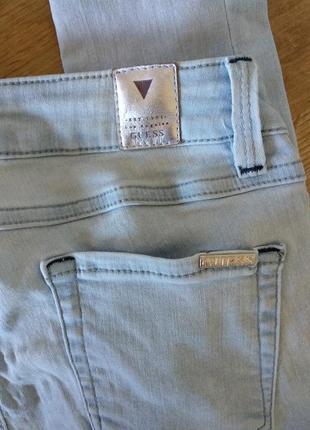 Светлые джинсы скинни  guess starlet skinni