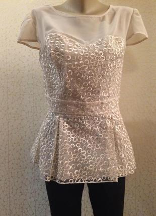 Шикарно дорого блуза с баской органза с  вышивкой  молочного цвета