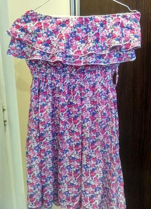Вискозное платье, очень милое открытые плечики с оборками/рюшами