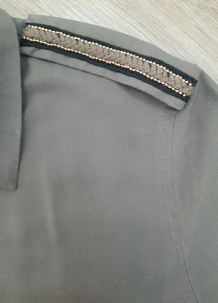 Рубашка с красивыми погонами на плечах