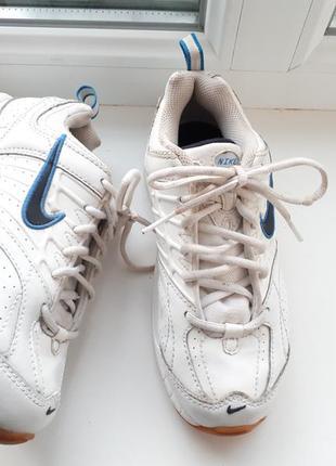 Nike оригинальные качественные кроссовки мальчику р.30-31/19,5см белые