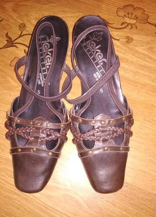 Кожаные туфли rieker на низком каблуке