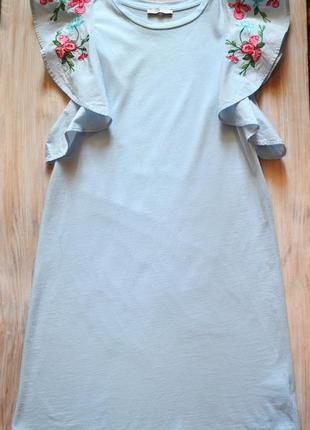 Нежно-голубое платье zara с вышивкой на плечах р.s