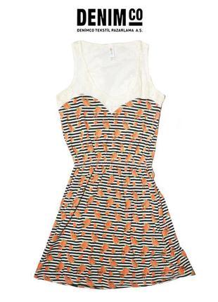 Платье с кружевным верхом denim co