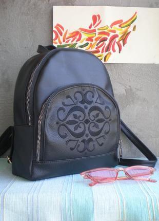 Классический черный рюкзак ручной работы