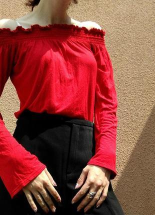 Блуза з відкритими плечима