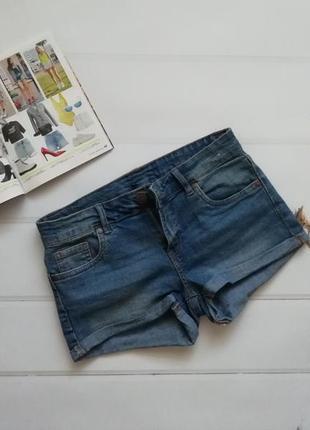 Короткие джинсовые шорты, низкая посадка
