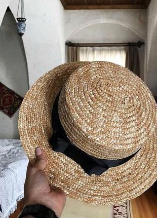 Ультрамодная соломенная шляпа канотье