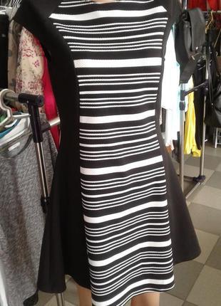Маленькое чёрное платье из фактурной ткани