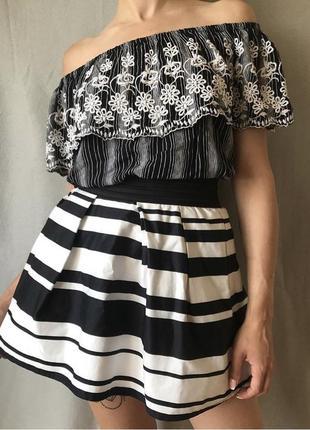 Пышная полосатая юбка на высокой посадке