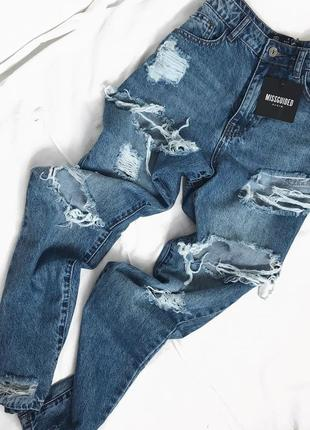 Бойфренд-джинси з рваностями