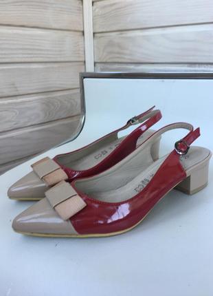 Лаковые туфли кожа на низком каблуке