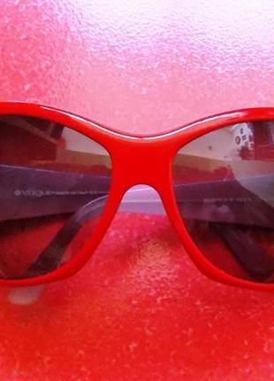 """Солнцезащитные красные очки """"vogue""""- оригинал с камнями """"swarovski"""""""