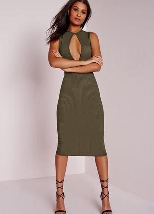 Бомбезное миди платье в рубчик с шикарным декольте от missguided