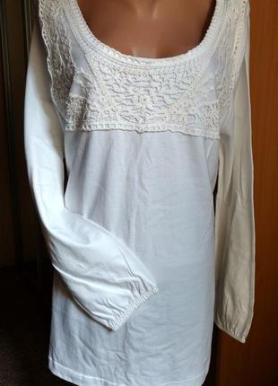 Трикотажная блуза с кружевной отделкой