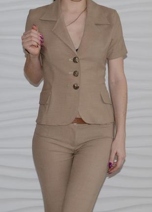 Деловой брючный костюм песочный+блузка в подарок