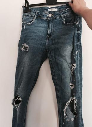 Фирменные джинсы с дырками/бахромой и необработанныи краями