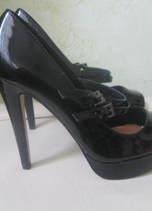 Туфли лаковые с открытым носком.акция**при покупке 2-х вещей б/у 3-я меньшая по цене - 50%