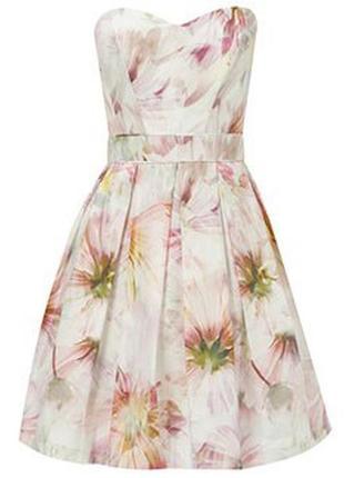 Нежное пышное платье в цветочный принт / корсетное/42 размер