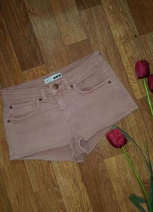 Короткие джинсовые шорты на лето