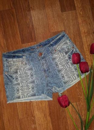 Пррдам красивые джинсовые летние шортыс узором