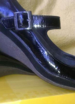 Туфли кожа лаковая фирма clarks