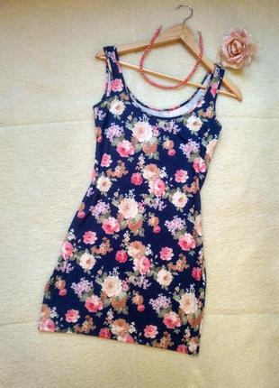 Короткое летнее платье в цветочный принт