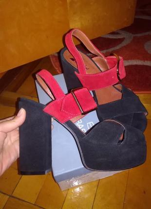 Стильные босоножки на устойчивом каблуке