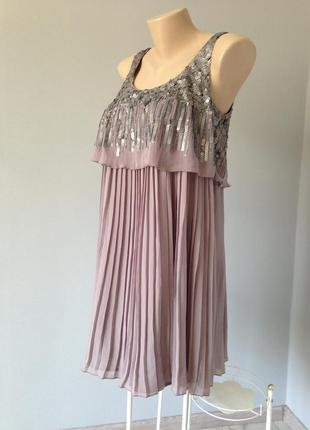 Очаровательное вечернее платье плиссе с расшивкой паетками next