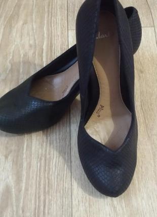 Отличные туфли на каблуке от clarks