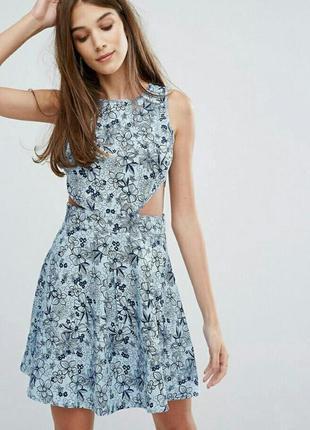 Голубое цветочное платье с вырезами по бокам madam rage