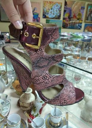 Суперские босоножки туфли queen