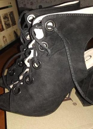 Шикарнейшие босоножки на толстом каблуке на шнуровке замш
