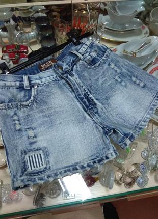 Джинсовые  короткие шорты брендовые