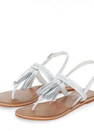 Сандалии босоножки new look с кисточками бахромой металлик серебро