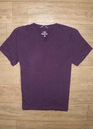 Стильная футболка с v-образным воротом от hm